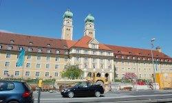 Archivinhalt:Hans Grässels Altersheim und der Luise-Kiesselbach-Platz
