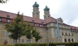 """Archivinhalt:""""Hausführung – Altenheim Münchenstift Haus St. Josef"""" (Serbokroatisch)"""